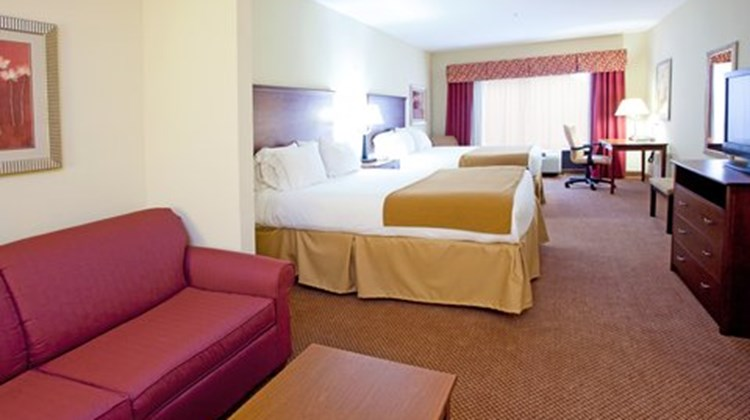 Holiday Inn Express & Suites Quincy I-10 Suite