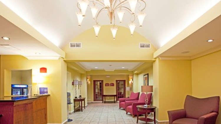 Holiday Inn Express & Suites Quincy I-10 Lobby