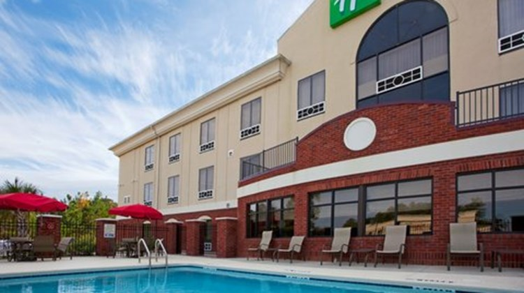 Holiday Inn Express & Suites Quincy I-10 Pool