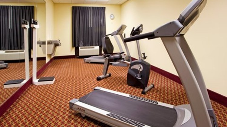Holiday Inn Express & Suites Quincy I-10 Health Club