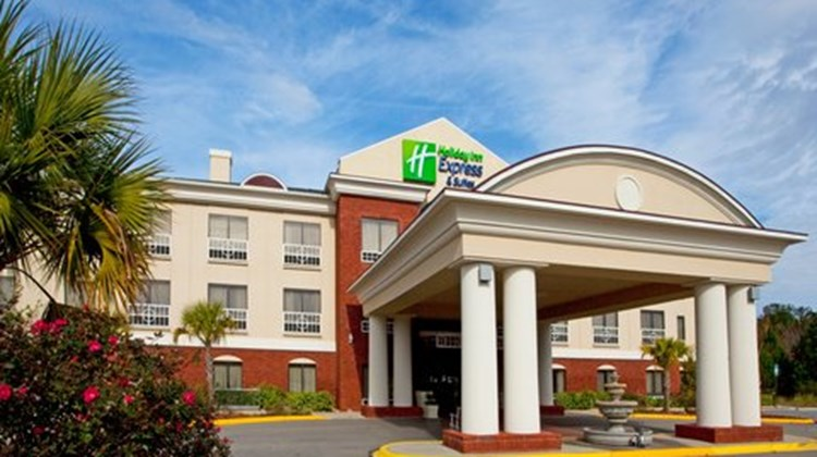 Holiday Inn Express & Suites Quincy I-10 Exterior