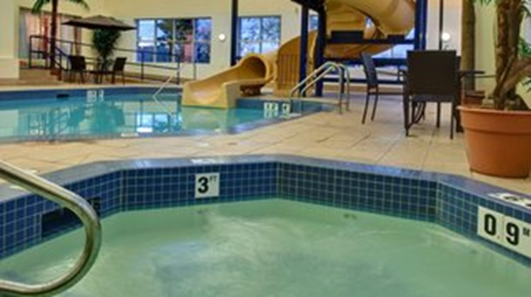 Holiday Inn Express & Suites Lethbridge Pool