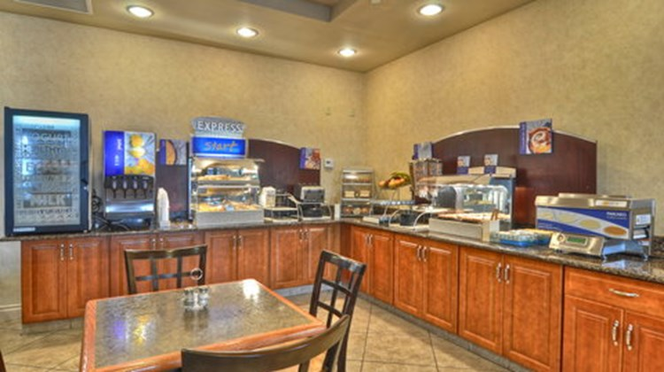 Holiday Inn Express & Suites San Diego S Restaurant