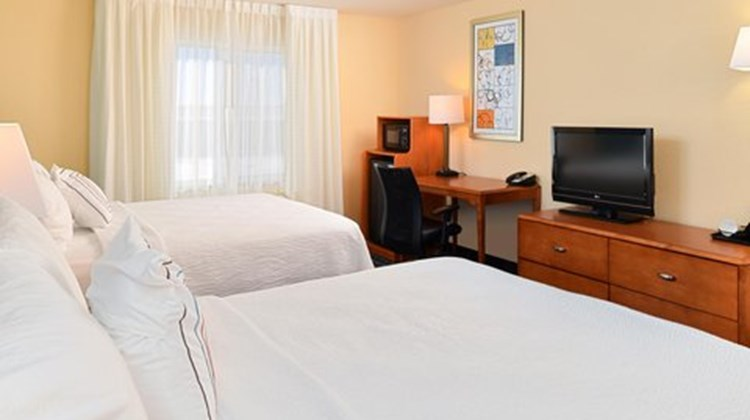 Fairfield Inn & Suites Bloomington Room
