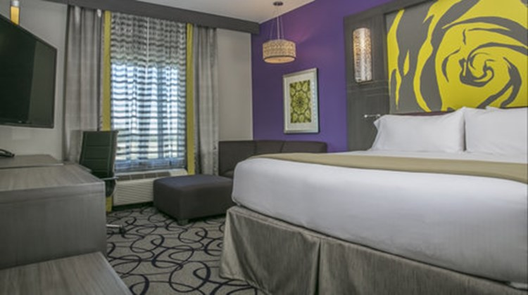 Holiday Inn Express & Stes Garland East Room