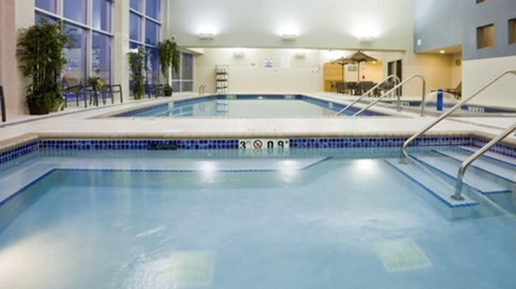 Holiday Inn Express Mankato East Pool