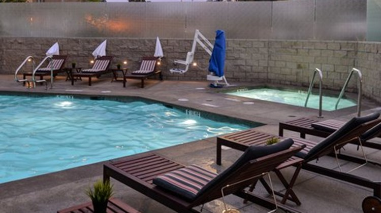 Holiday Inn Express/Suites San Diego NE Pool