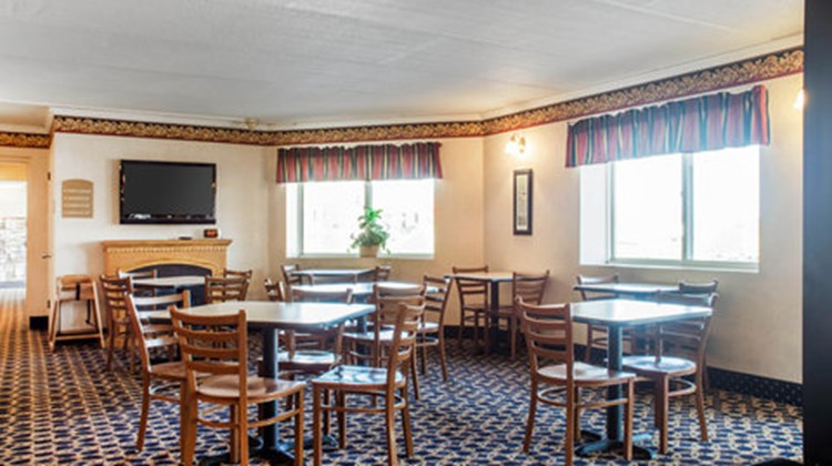 Econo Lodge Darien Lakes Restaurant