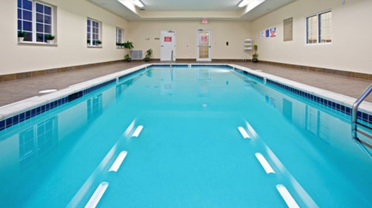 Candlewood Suites Clarksville Pool
