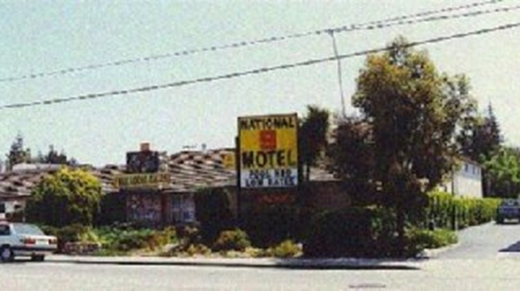 National 9 Motel Exterior