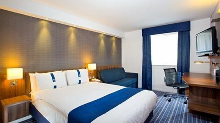 Holiday Inn Express Gatwick Room