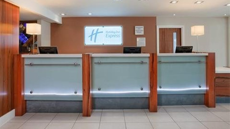 Holiday Inn Express Gatwick Lobby