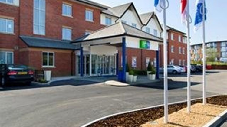 Holiday Inn Express Gatwick Exterior