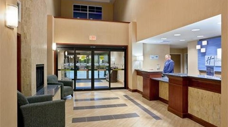 Holiday Inn Express & Suites Sequim Lobby