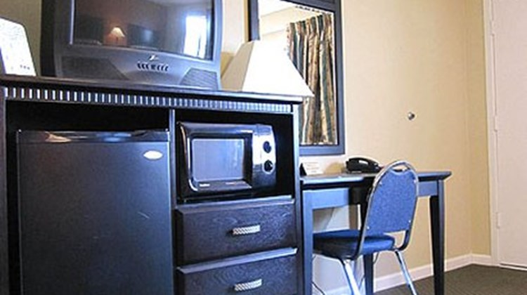 Budget Inn and Suites Ridgecrest Suite