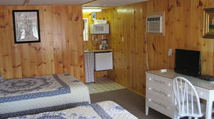 Isleview Motel & Cottages Room