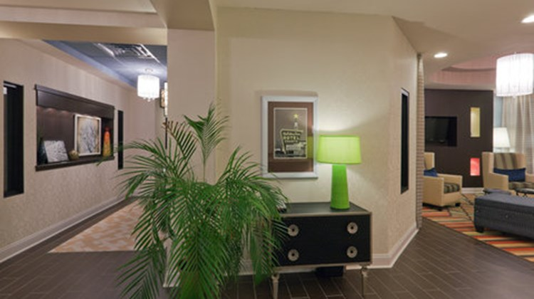 Holiday Inn Express & Suites Fulton Lobby
