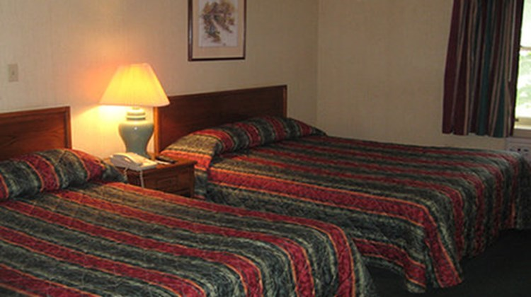 Red Carpet Inn - Endicott Room