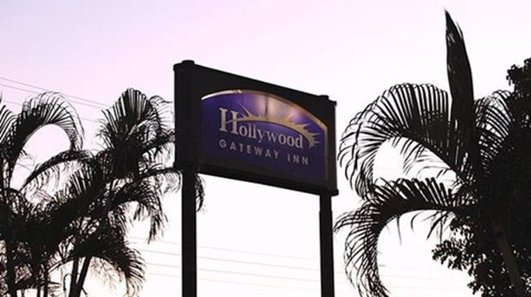 Hollywood Gate Way Inn Exterior