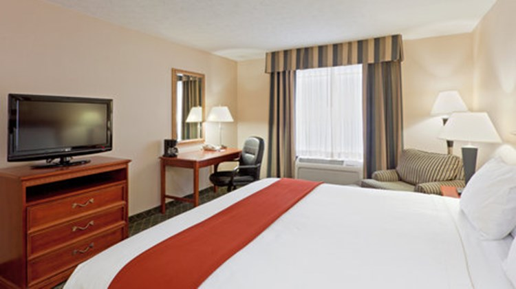 Holiday Inn Express & Suites Kent State Room