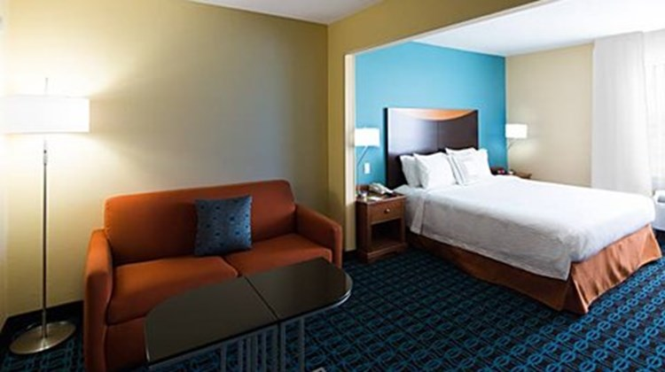 Fairfield Inn & Suites Rancho Cordova Room