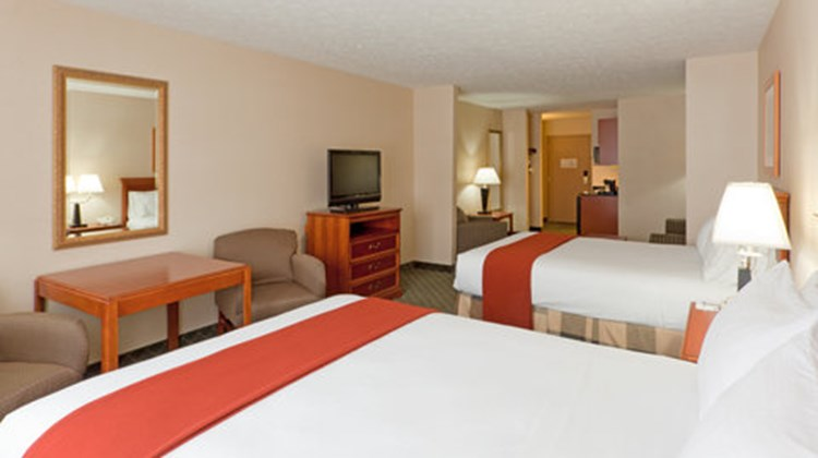 Holiday Inn Express & Suites Kent State Suite