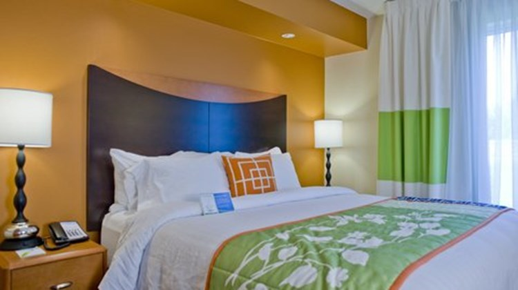 Fairfield Inn & Suites - Columbus Room