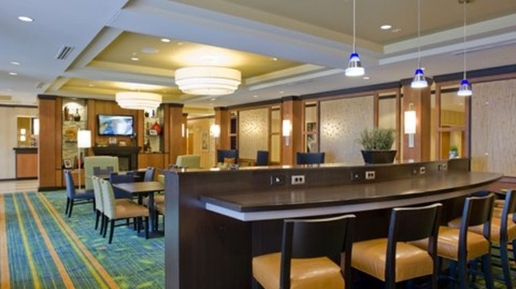 Fairfield Inn & Suites - Columbus Restaurant
