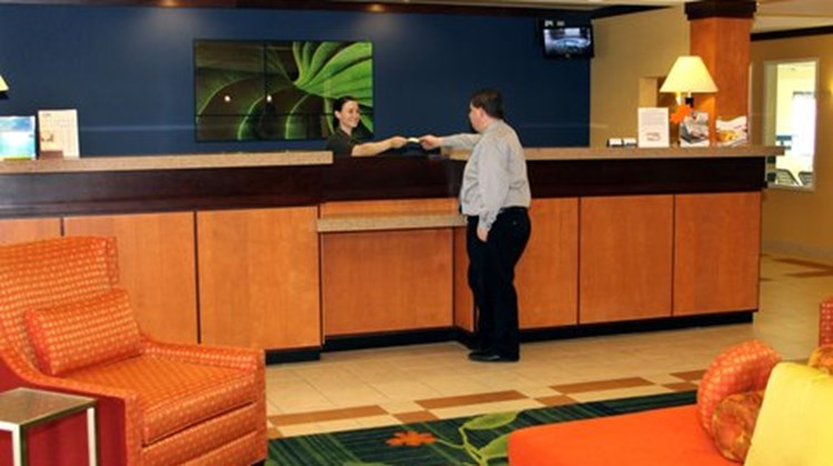 Fairfield Inn & Suites Marion Lobby
