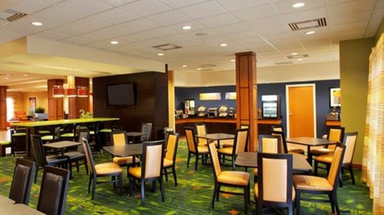 Fairfield Inn/Suites Toronto Mississauga Restaurant