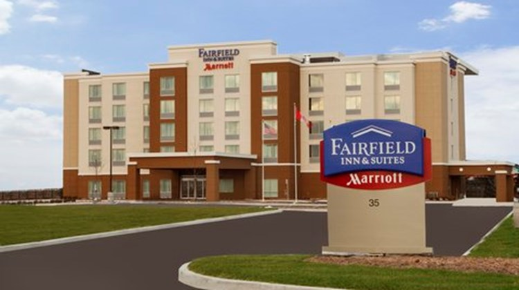 Fairfield Inn/Suites Toronto Mississauga Exterior