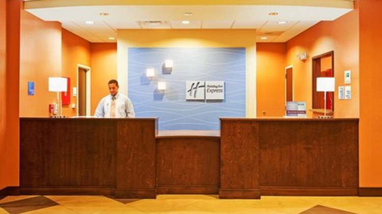 Holiday Inn Express & Suites Morrilton Lobby
