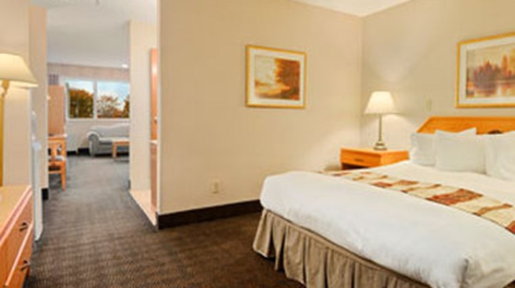 Ramada Exhibition Park Inn & Suites Room