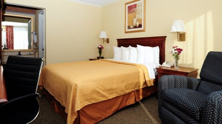 Econo Lodge Kernersville Suite