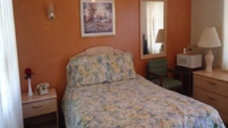 Budget Host Deluxe Inn Room
