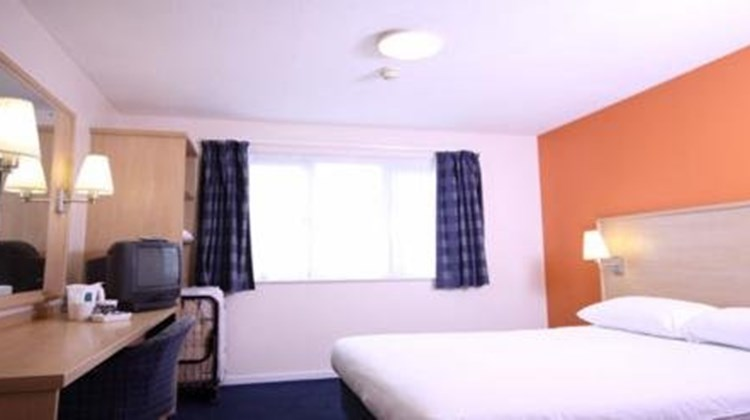 Travelodge Harlow East Room