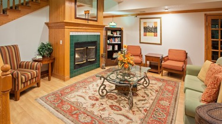Country Inn & Suites Springfield Lobby