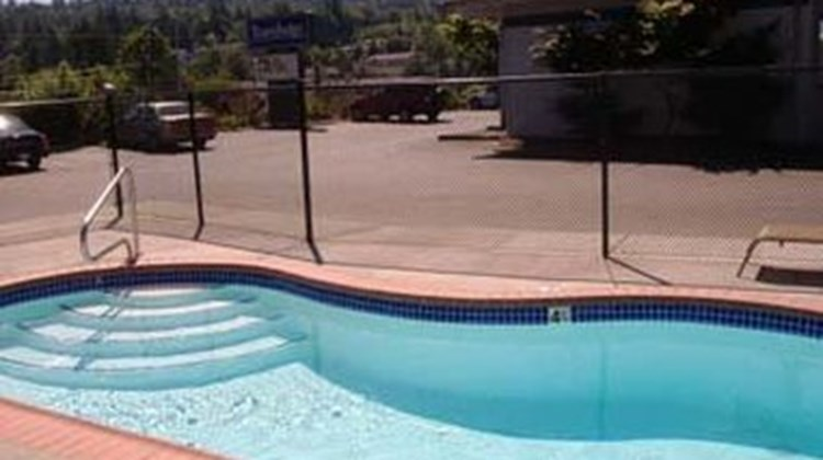 Bellingham Lodge Pool
