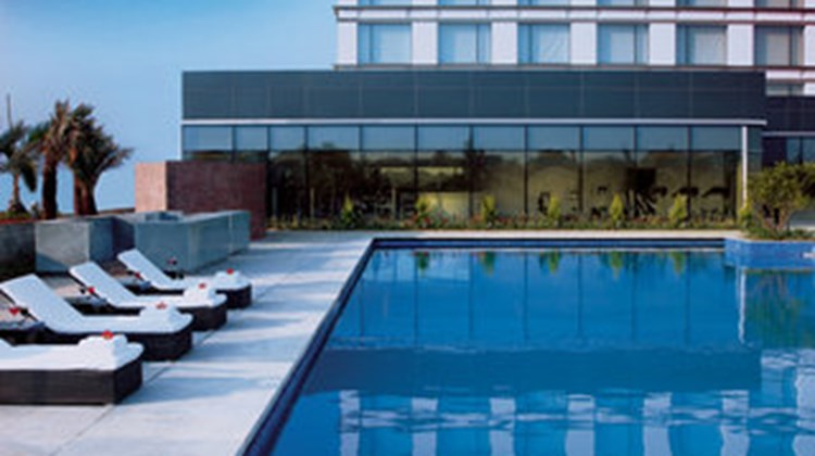 Vivanta by Taj Yeshwantpur Pool