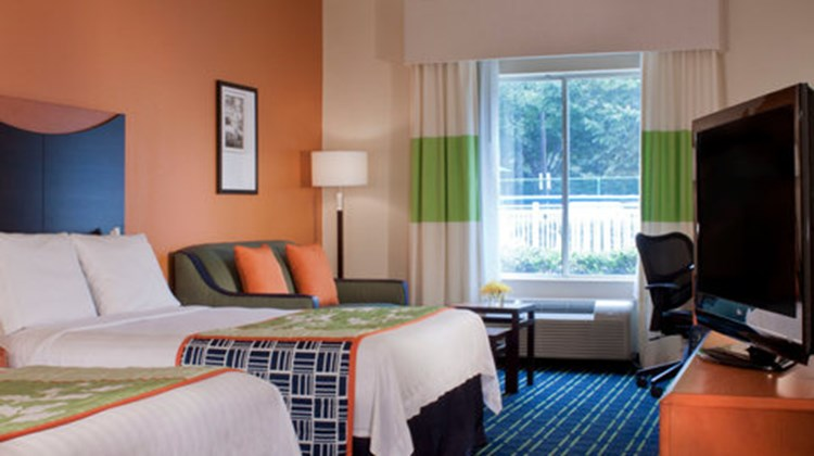 Fairfield Inn & Suites Atlanta Kennesaw Room