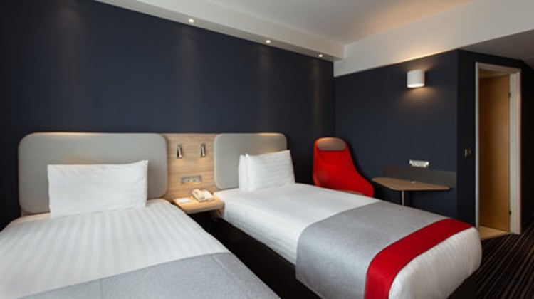 Holiday Inn Express Geneva Airport Room