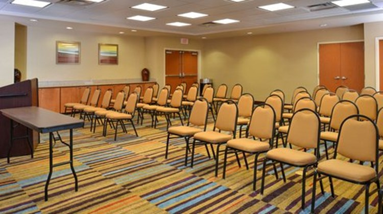 Fairfield Inn & Suites by Marriott Meeting