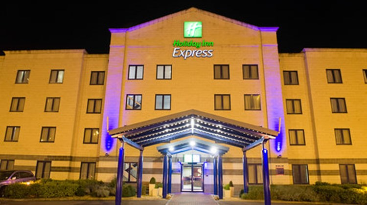 Holiday Inn Express Poole Exterior