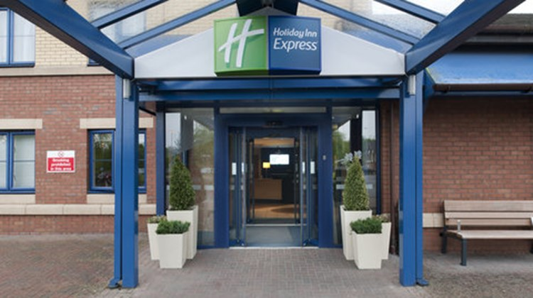 Holiday Inn Express Strathclyde Park Exterior