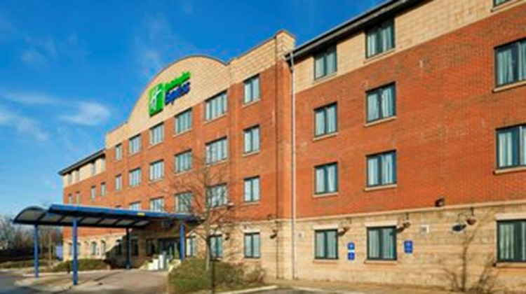 Holiday Inn Express LPL-Knowsley M57 Exterior
