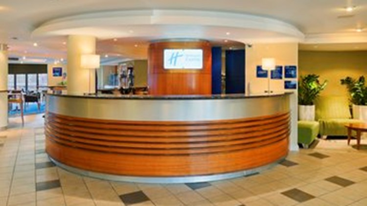 Holiday Inn Express LPL-Knowsley M57 Lobby