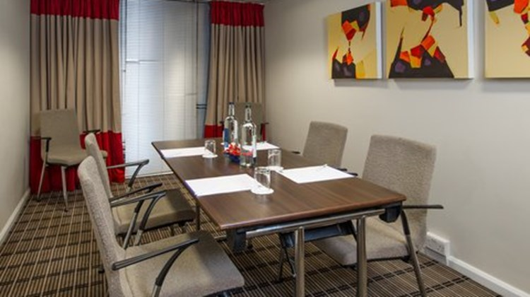 Holiday Inn Express London-Luton Airport Meeting
