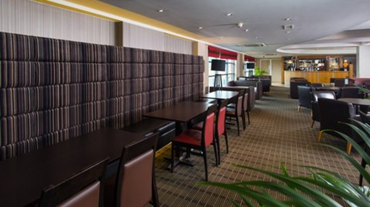 Holiday Inn Express London-Luton Airport Restaurant