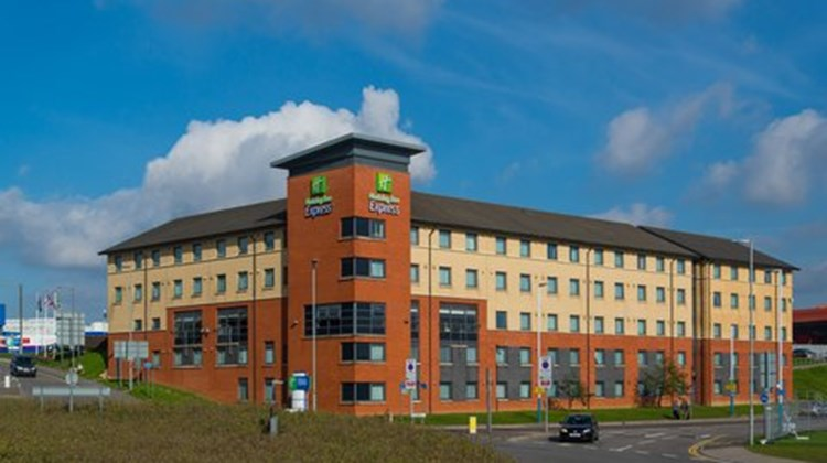 Holiday Inn Express London-Luton Airport Exterior