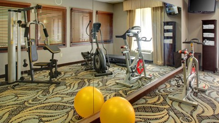 Holiday Inn Express & Sts Cross Lanes Health Club